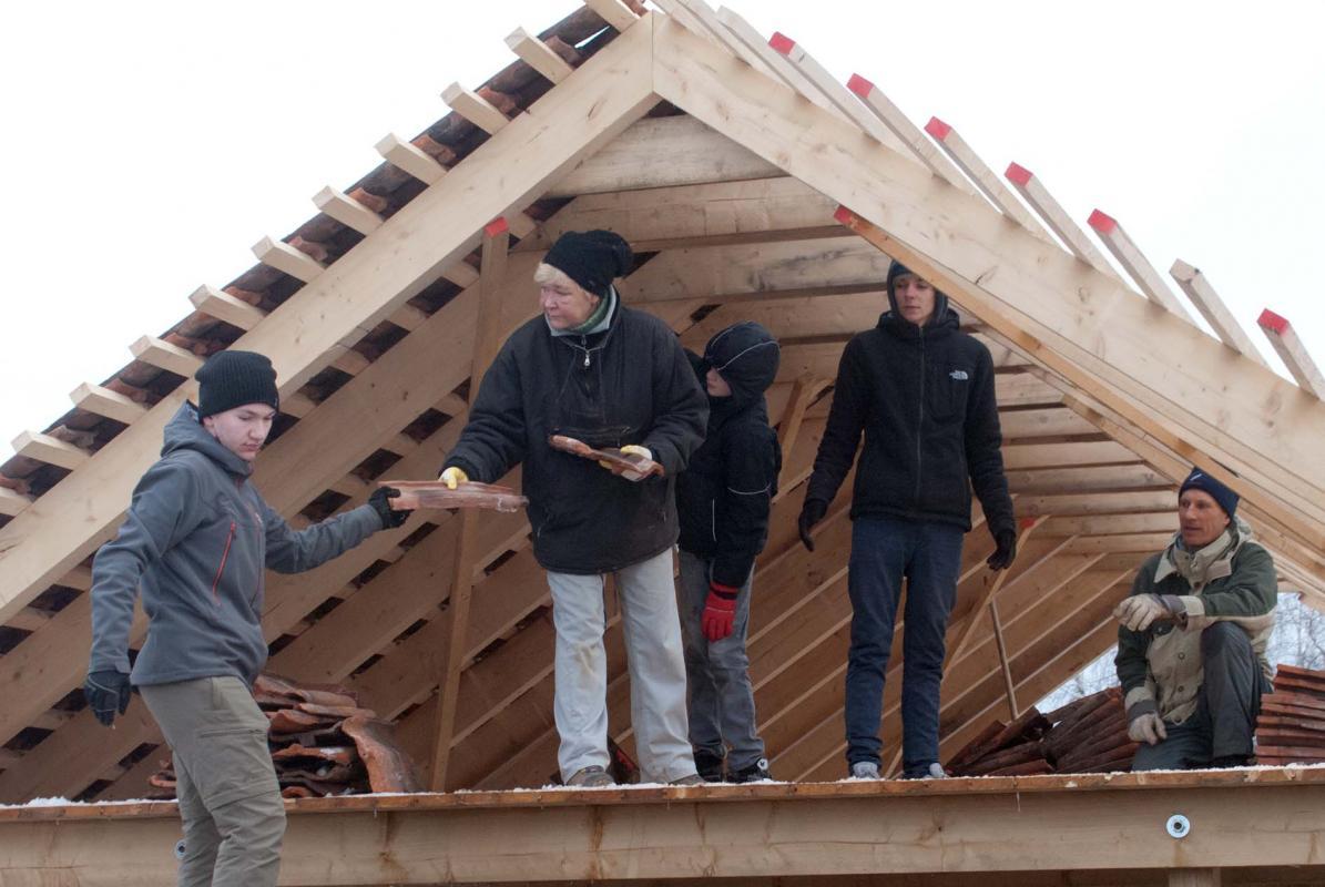 Anreichen der Dachziegel